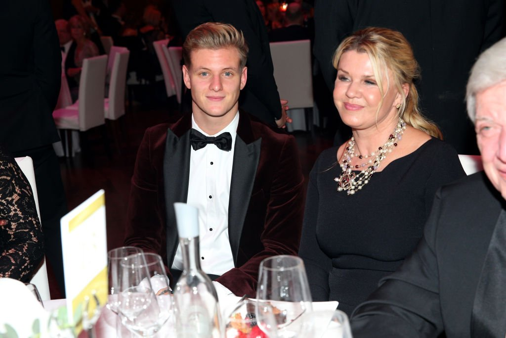 Mick Schumacher et sa mère Corinna Schumacher | Photo : Getty Images