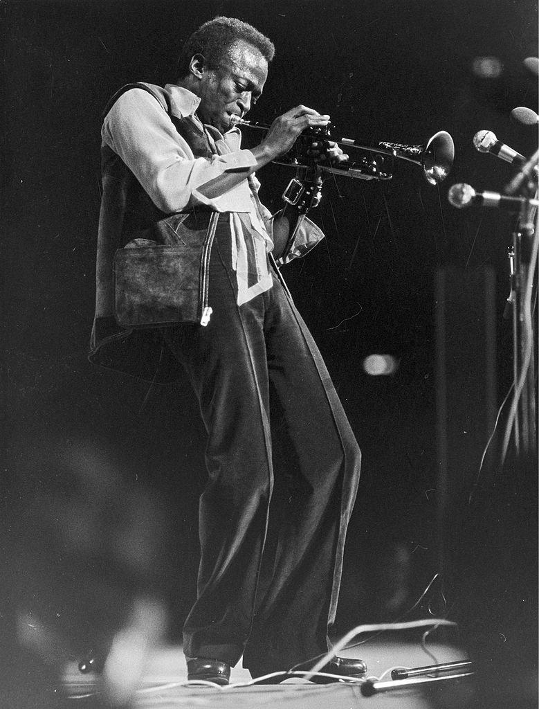 Miles Davis sur scène en 1960. l Source : Getty Images