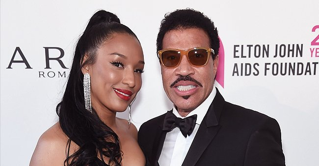 Lionel Richie's Beloved Woman Lisa Stuns in a Printed White Dress during Their Greece Trip