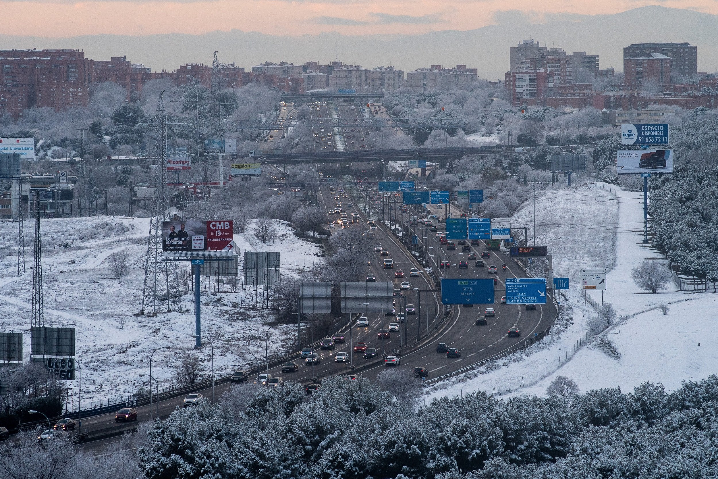 Tráfico en la autopista tras nevada en Madrid. | Foto: Getty Images