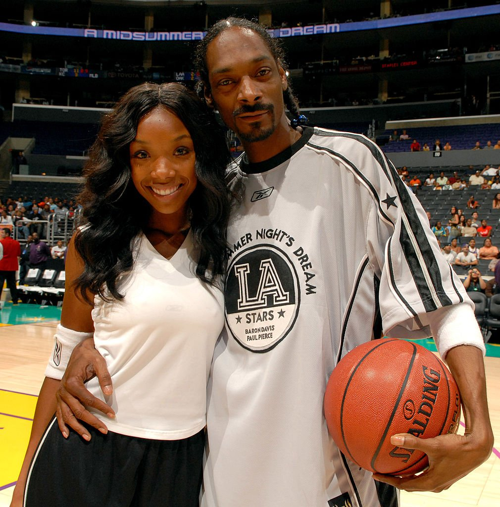Brandy and Snoop Dogg attend the A Midsummer Night's Dream Celebrity and All-Star Basketball Game on July 9, 2006, in Los Angeles, California | Source: Getty Images (Photo by M. Caulfield/WireImage)