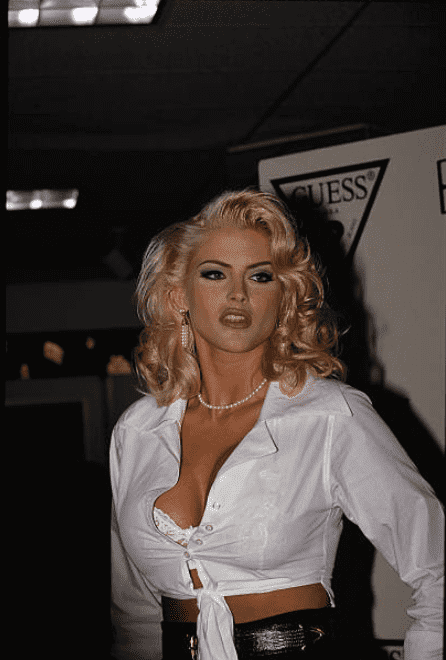 Anna Nicole Smith, at an event where is was announced that she would be a Guess jeans model on February 8 1993 | Source: Getty Images