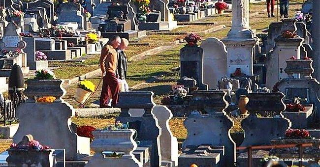 Une femme de 98 ans est en cercueil sans sépulture pendant un mois après sa mort, car la loi en interdit la réouverture