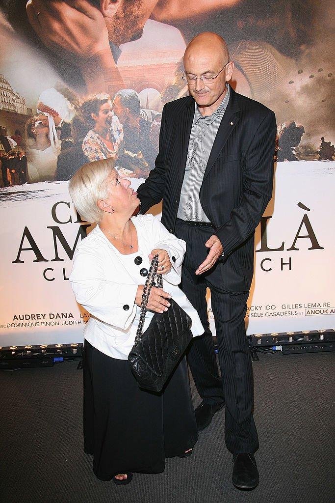 """Mimie Mathy et son mari à la première de """"Ces Amours Là"""". l Source: Getty Images"""