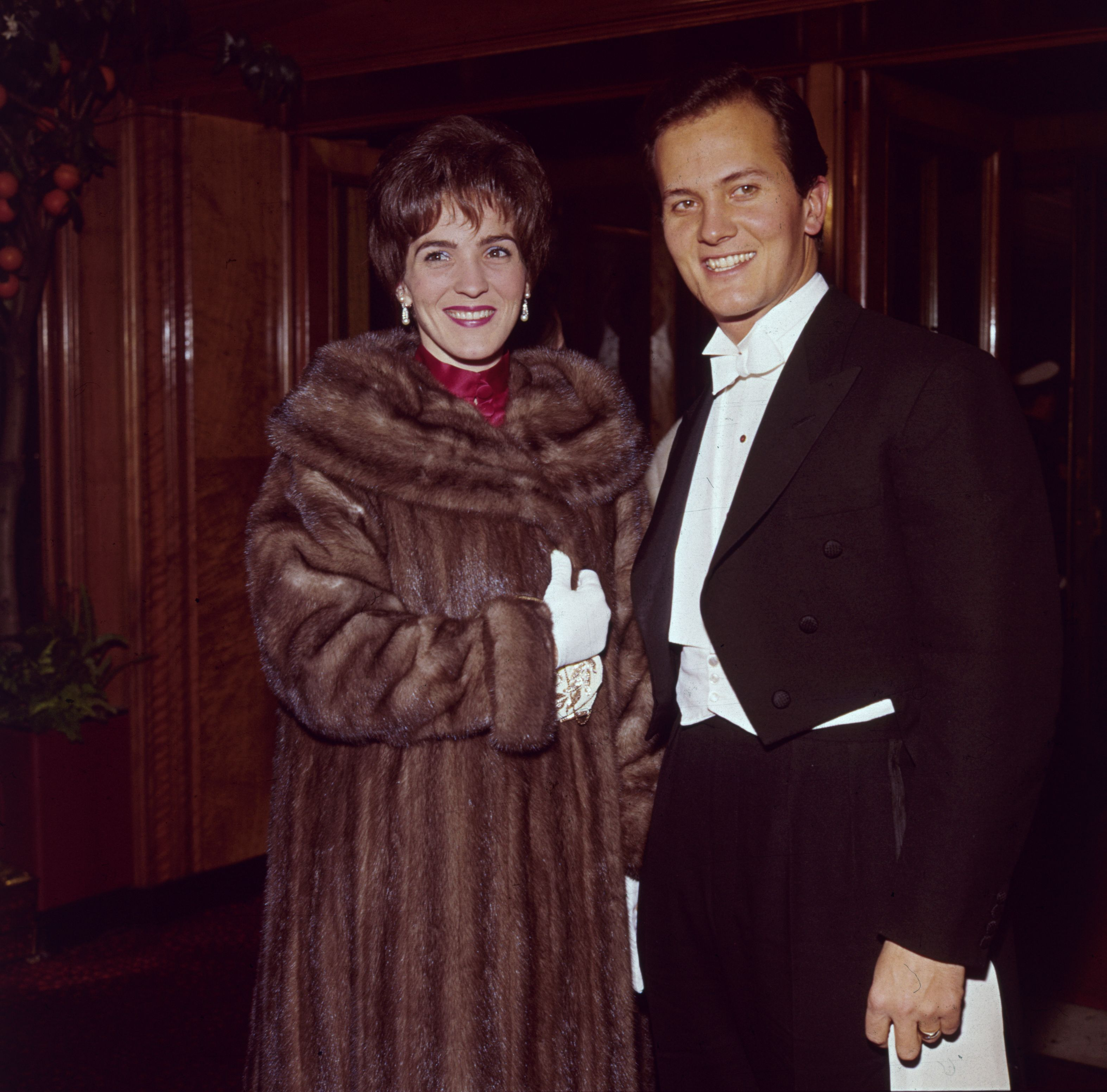 Pat Boone with his wife Shirley Foley Boone in 1962 | Source: Getty Images