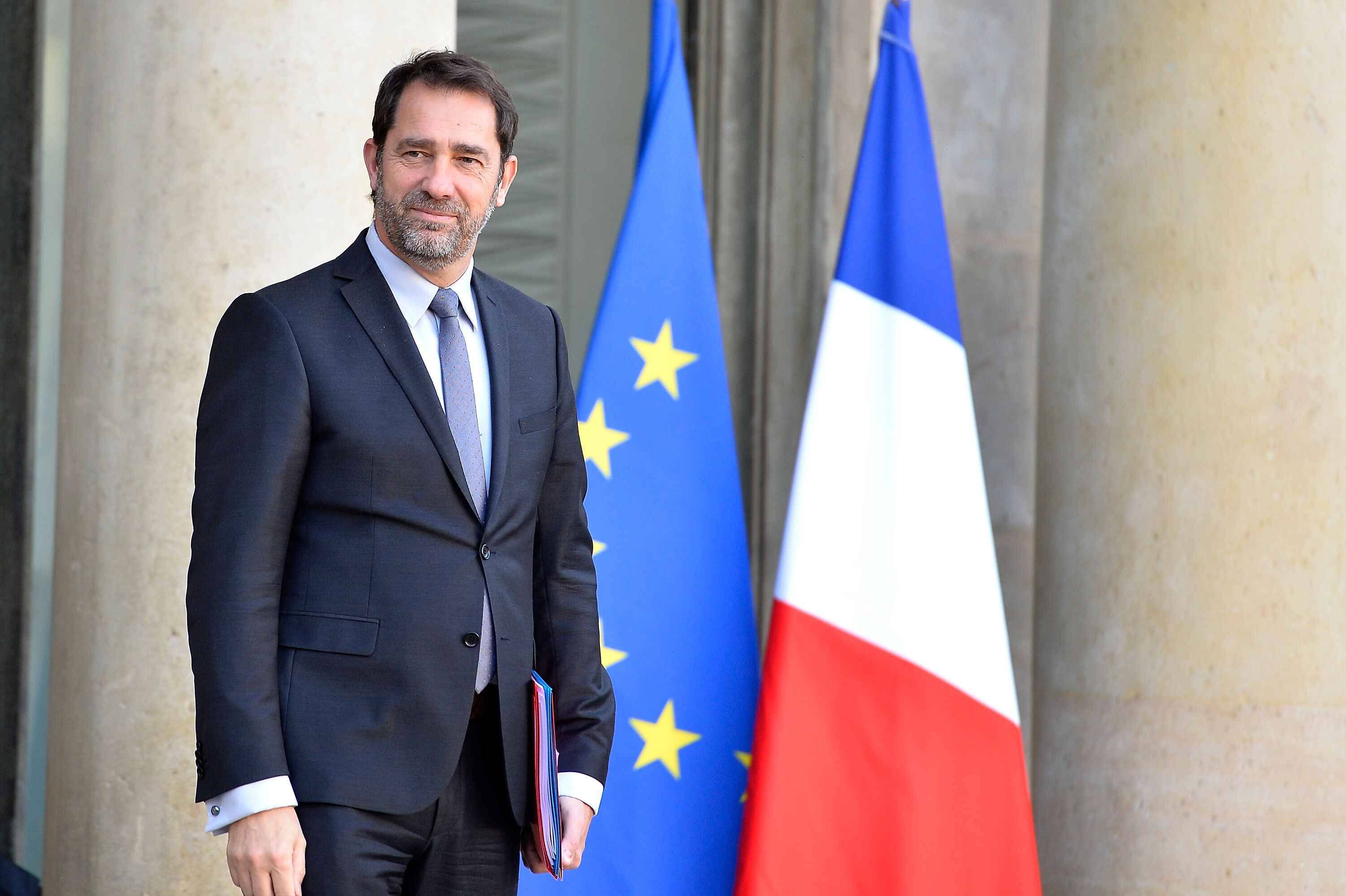 Christophe Castaner, ministre français quitte le Palais de l'Elysée après la réunion à Paris, France. | Photo : GettyImage