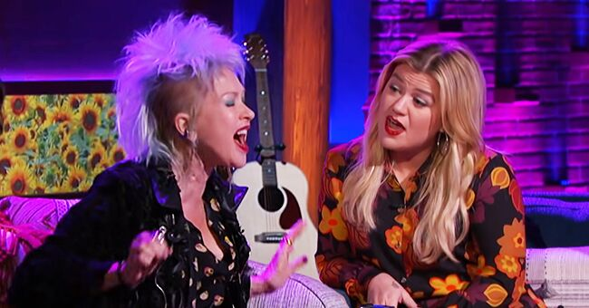 Kelly Clarkson Brings to Life Her Dream to Duet with Cyndi Lauper on 'True Colors' during Her Talk Show