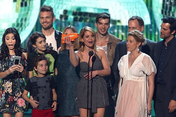The cast of 'Fuller House' accepts the award for Favorite TV Show-Family onstage at the Nickelodeon's 2017 Kids' Choice Awards at USC Galen Center on March 11, 2017 in Los Angeles, California | Photo: Getty Images