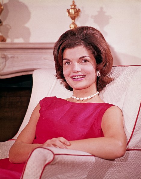 Jacqueline Kennedy at her Georgetown home in August 1960. | Photo: Getty Images
