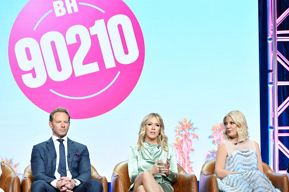 Ian Ziering, Jennie Garth and Tori Spelling of BH 90210 speaking at The Beverly Hilton Hotel on August 7, 2019 | Photo: Getty Images