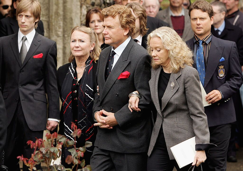 Crispian Mills, Juliet Mills, Jonathan Mills and Hayley Mills attend the funeral service held for Sir John Mills. | Source: Getty Images