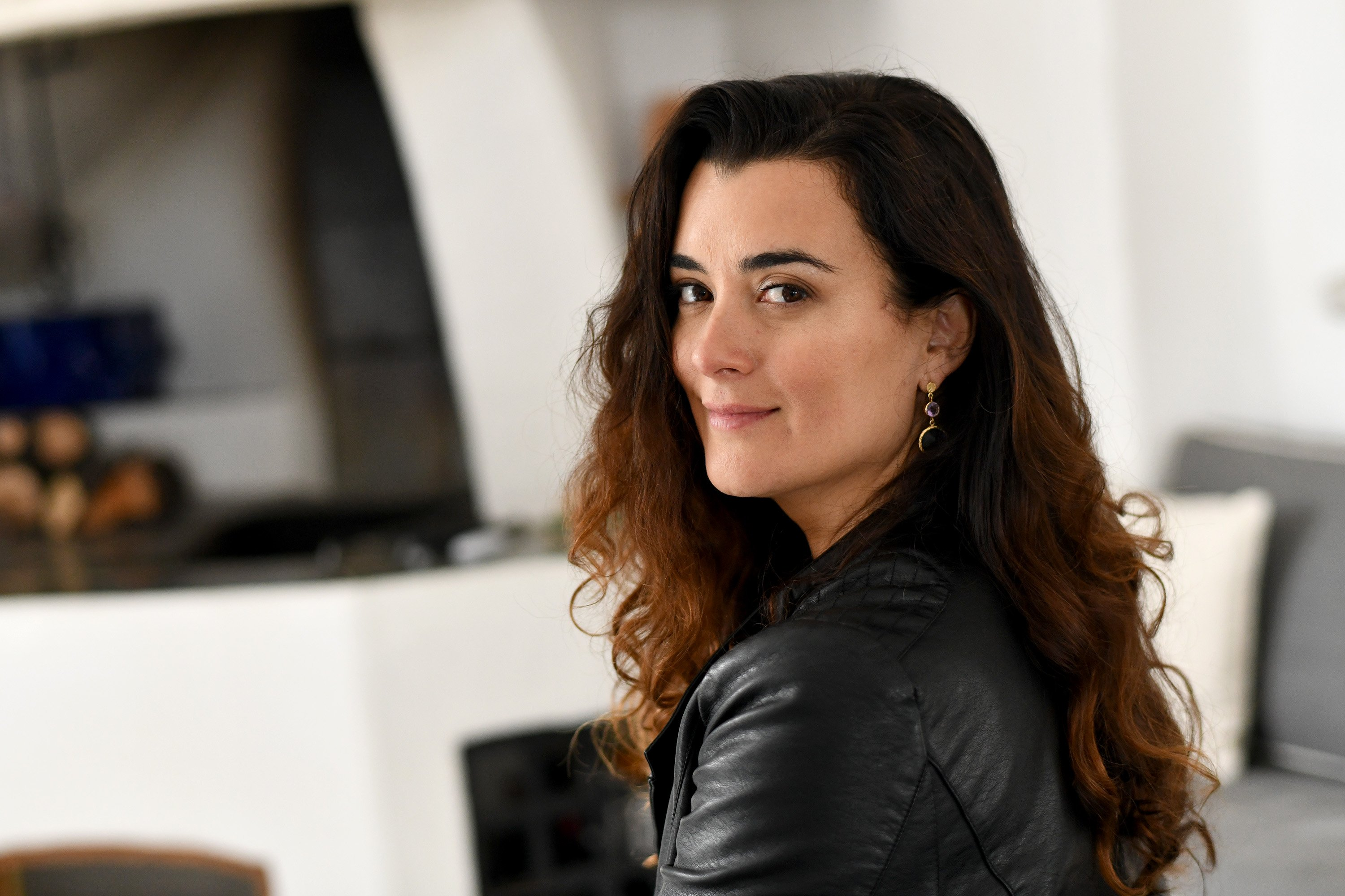 Cote De Pablo poses for a portrait session during the Riviera International Film Festival on May 2, 2018 | Photo: GettyImages