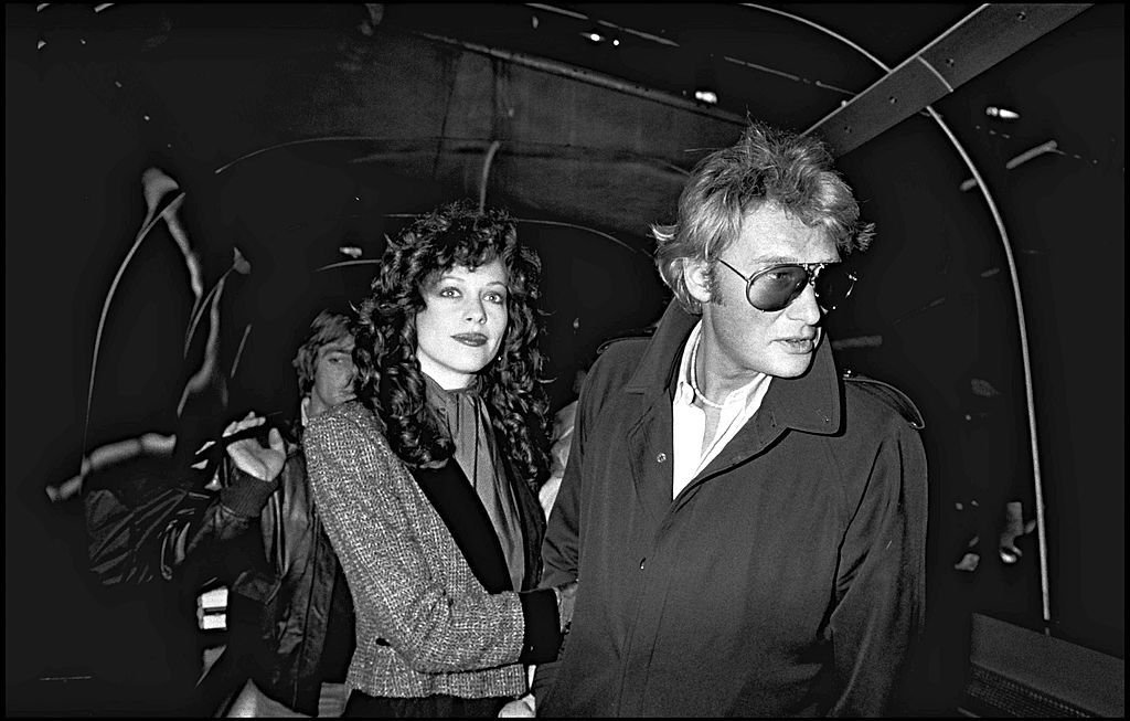 Johnny Hallyday et Babeth Étienne . | Photo : Getty Images