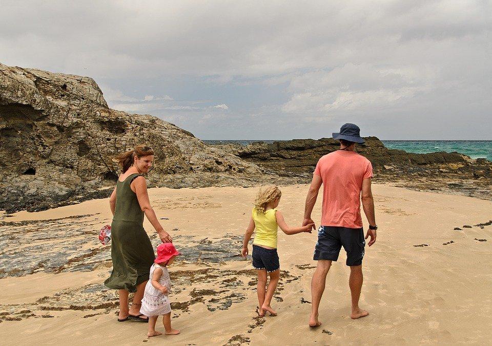 Une famille sur la plage | photo : Pixabay