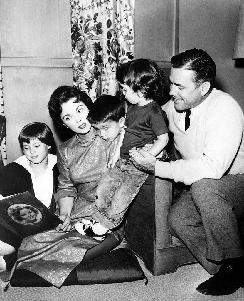 Shirley Temple, Charles Black and their children, January 1960 | Source: Getty Images