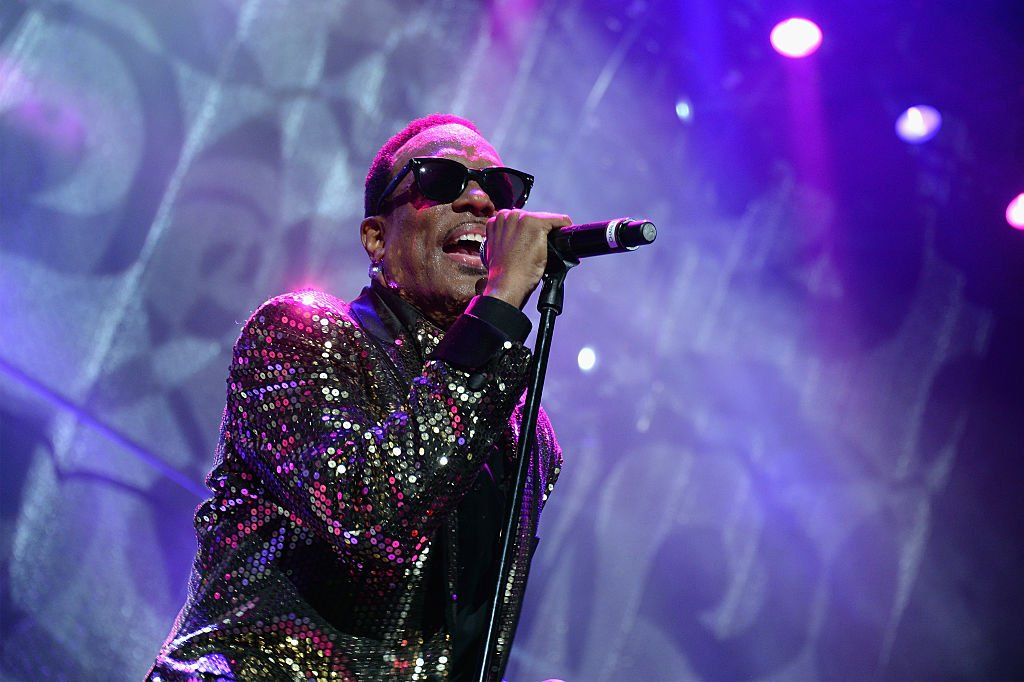Charlie Wilson performs onstage at Barclays Center of Brooklyn on March 5, 2015 in New York City. | Photo: Getty Images