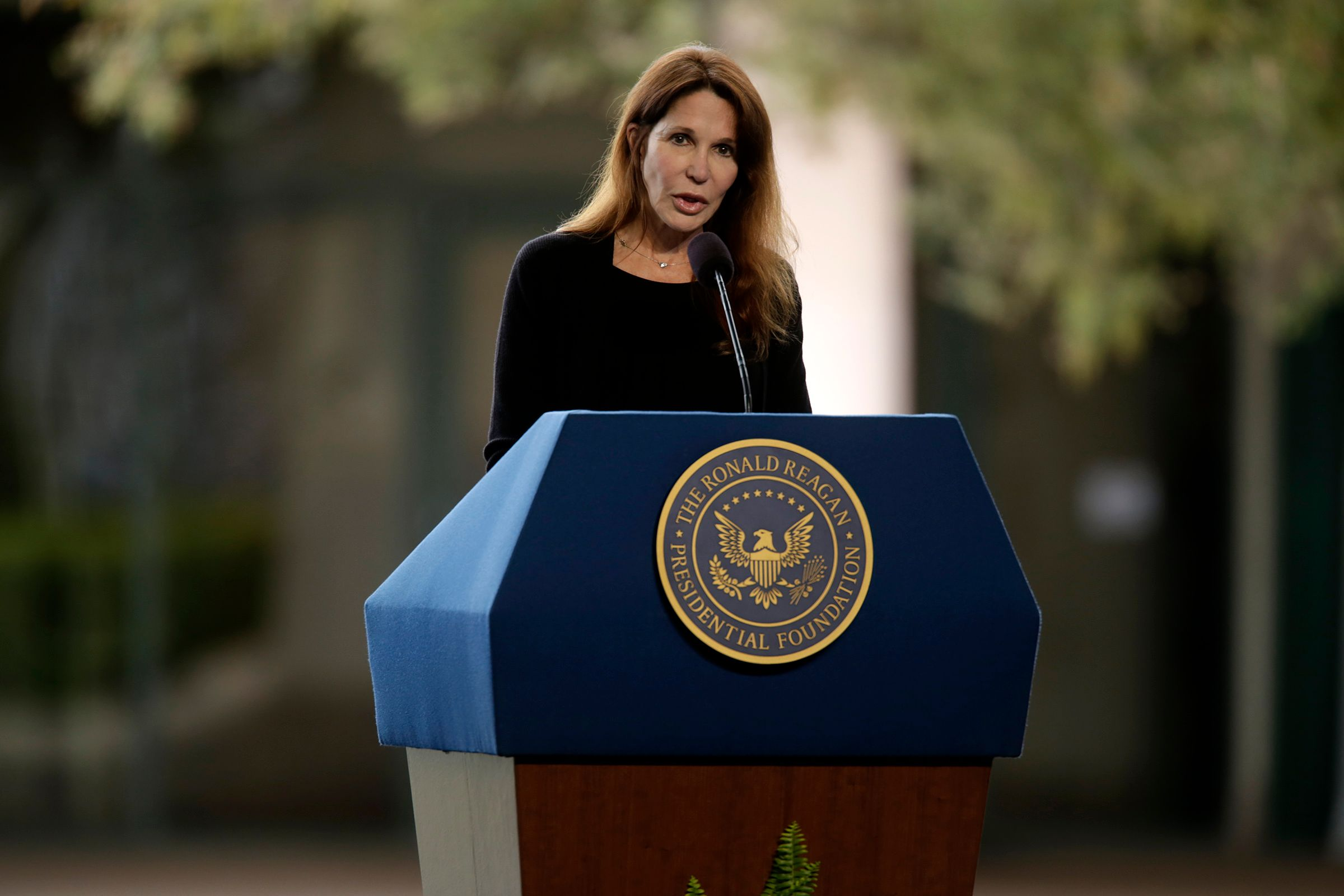 Patti Davis spoke at the funeral of her mother and former First Lady Nancy Reagan at the Ronald Reagan Presidential Library March 11, 2016 in Simi Valley, California | Photo: Getty Images