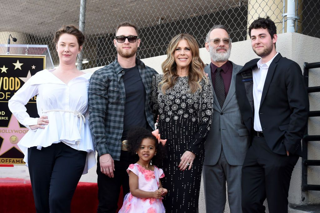 Chet Hanks, Rita Wilson, Tom Hanks und Truman Hanks bei einer Zeremonie zur Ehrung von Rita Wilson mit dem Stern auf dem Hollywood Walk of Fame am 29. März 2019 in Hollywood, Kalifornien | Quelle: Getty Images