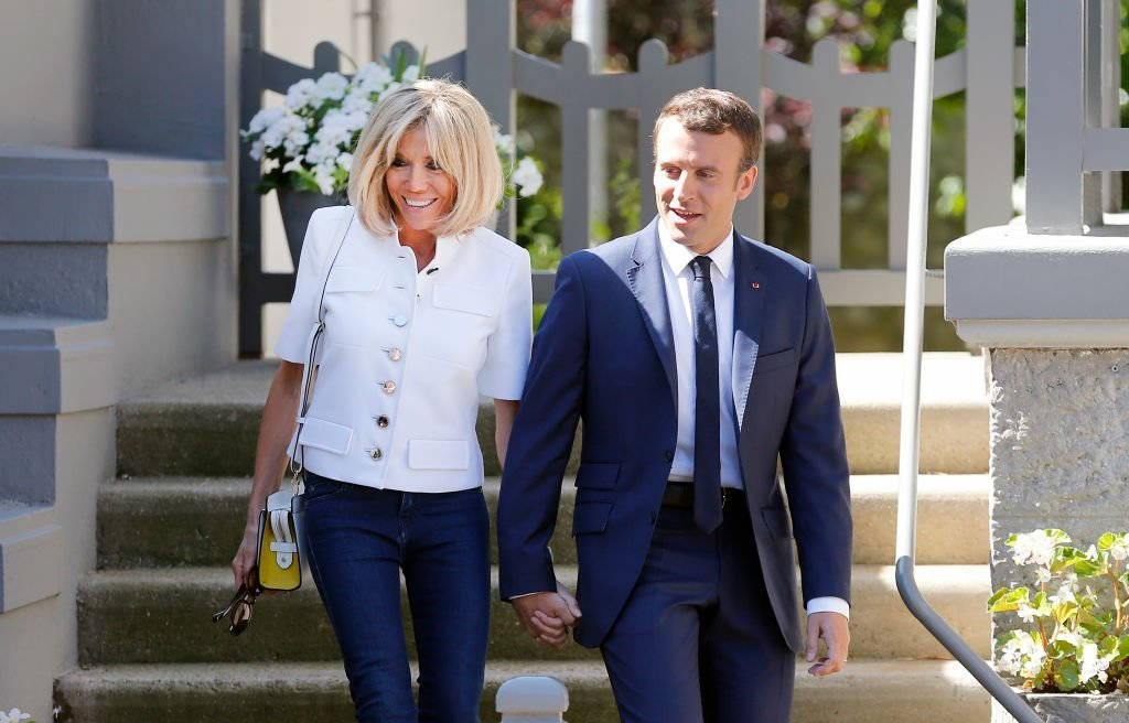 Brigitte et Emmanuel Macron quittent leur résidence au Touquet le 11 juin 2017. | Photo: Getty Images