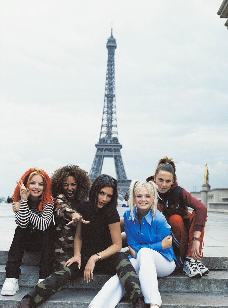 The Spice Girls - Geri Halliwell, Melanie Brown, Victoria Adams, Emma Bunton and Melanie Chisholm - in front of the Eiffel Tower in Paris in September 1996 | Photo: Getty Images