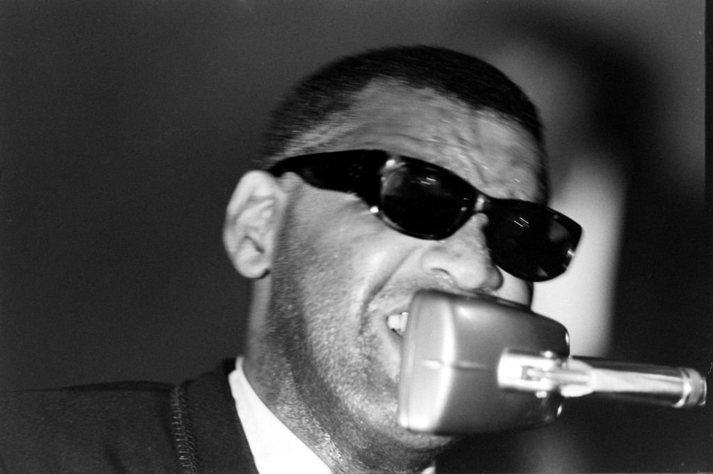 American musician and composer Ray Charles (1930 - 2004) performs at the Salute to Freedom benefit concert, Birmingham, Alabama, August 5, 1963 | Photo : Getty Images