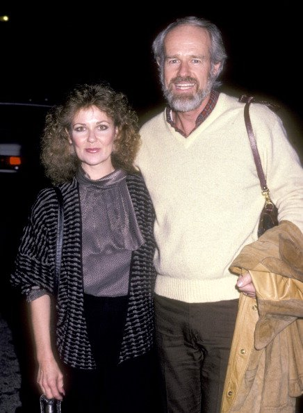 Shelley Fabares and Mike Farrell at the 'Fundraiser Benefit for Senator Christopher Dodd' on December 5, 1985 | Photo: Getty Images