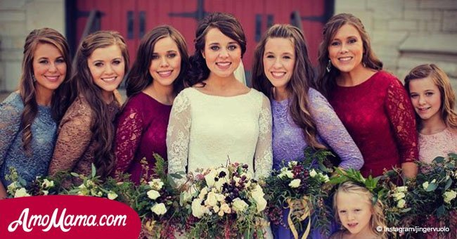Jinger Duggar flaunts her grown baby bump in a new picture while giving a baby size update
