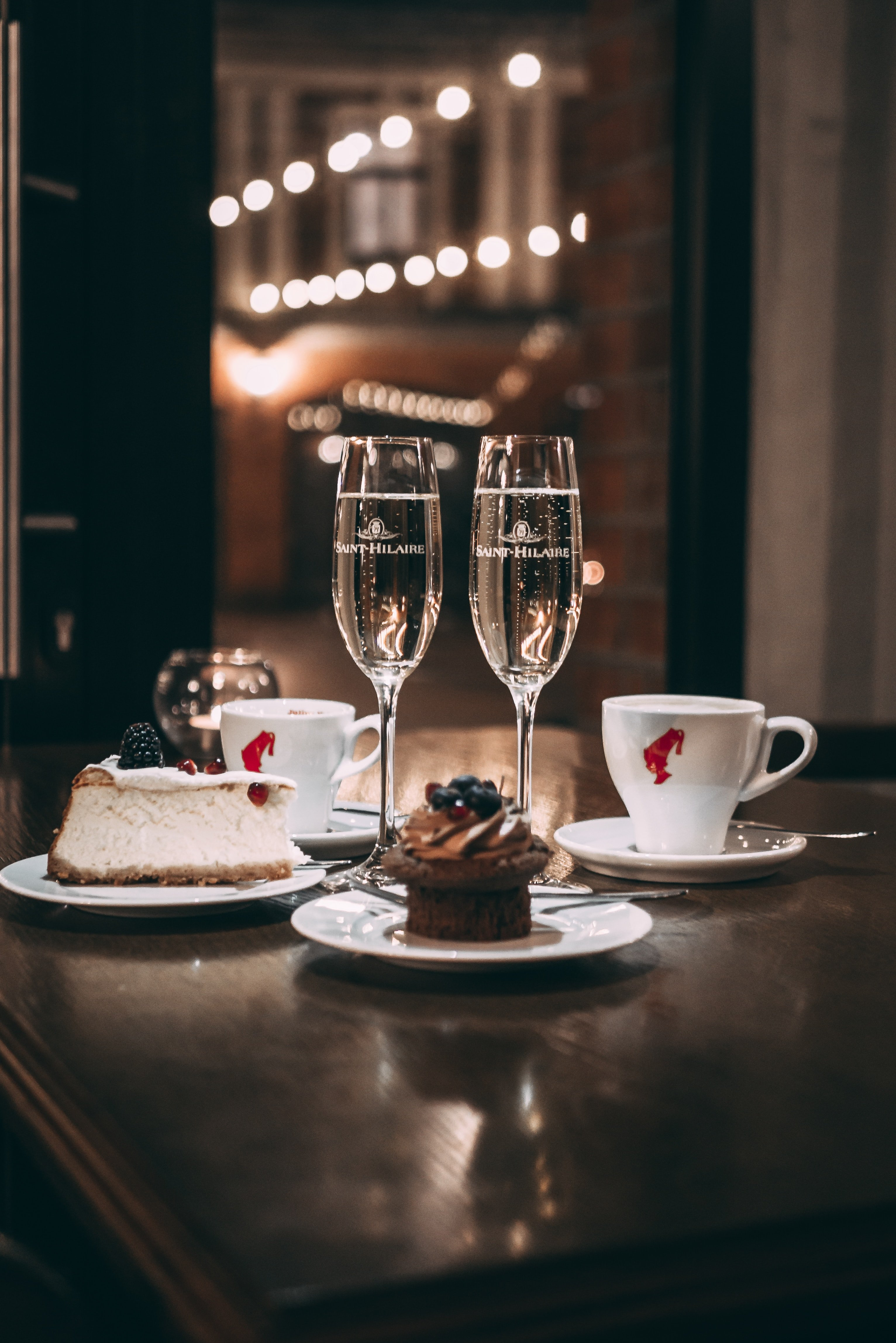 A table set for a romantic date | Source: Unsplash.com