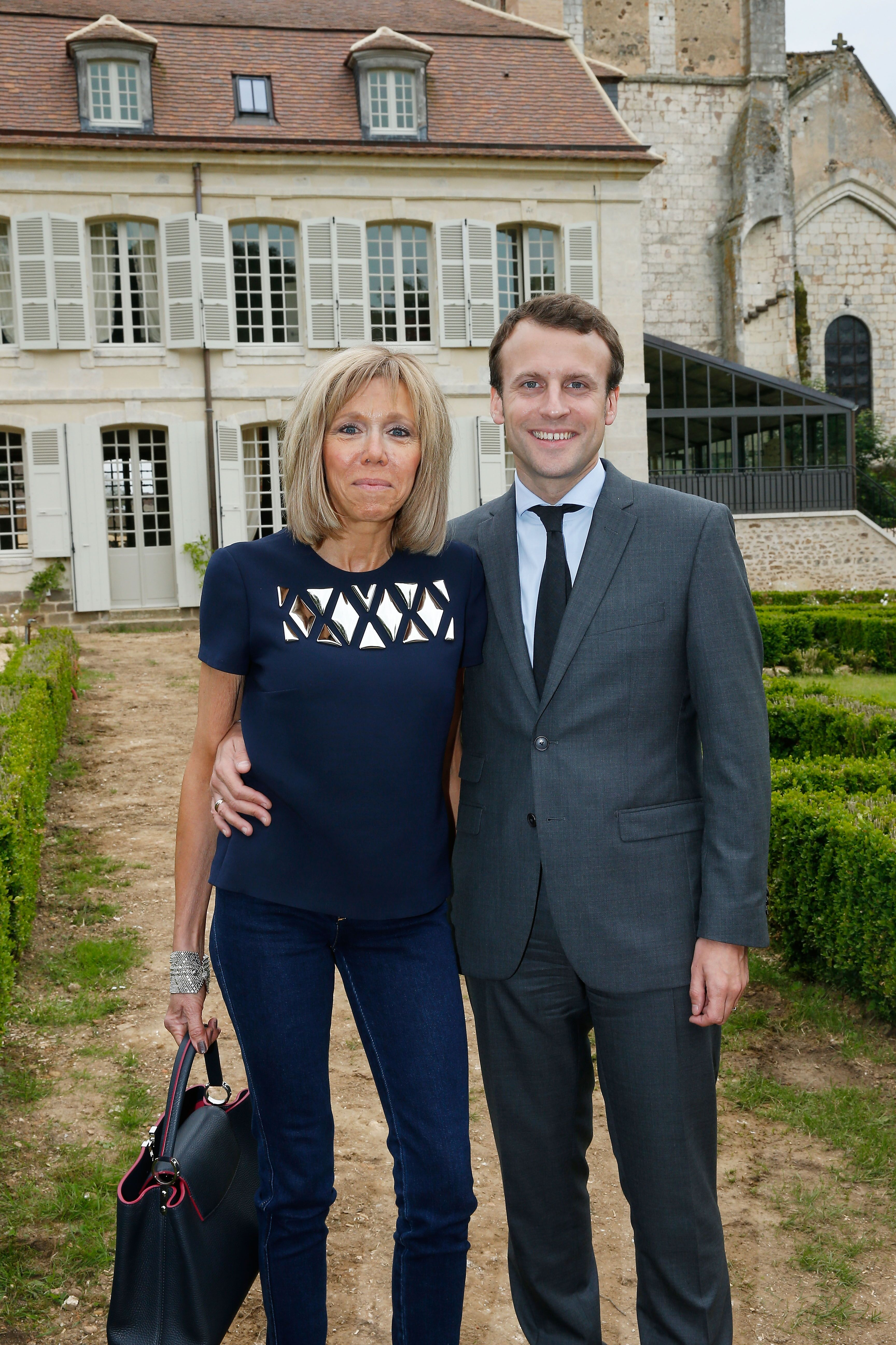 Brigitte Macron et Emanuel Macron à Thiron Gardais, France. | Photo : Getty Images