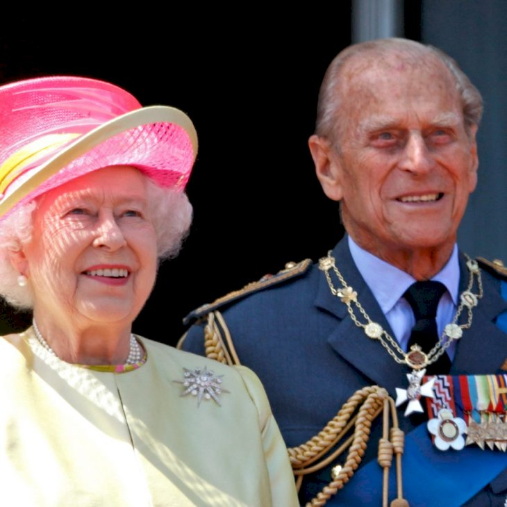 LONDON, UNITED KINGDOM - JULY 10: (EMBARGOED FOR PUBLICATION IN UK NEWSPAPERS UNTIL 48 HOURS AFTER CREATE DATE AND TIME) Queen Elizabeth II and Prince Philip, Duke of Edinburgh watch a flypast of Spitfire & Hurricane aircraft from the balcony of Buckingham Palace to commemorate the 75th Anniversary of The Battle of Britain on July 10, 2015 in London, England. (Photo by Max Mumby/Indigo/Getty Images)
