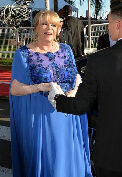 Michèle Mercier dans une robe bleue. l Source: Wikipedia