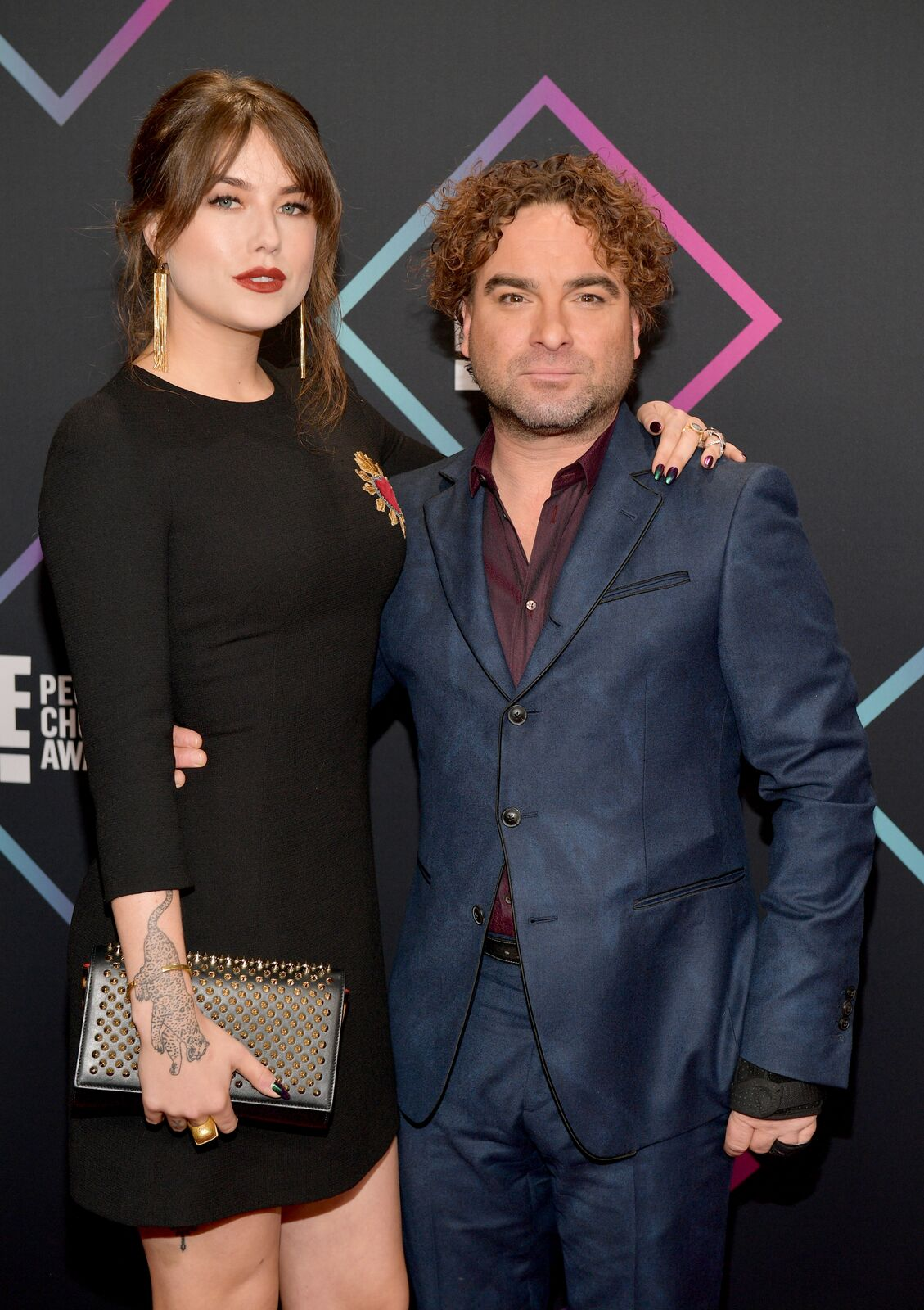 Johnny Galecki and Alaina Meyer attend the People's Choice Awards 2018 at Barker Hangar on November 11, 2018. | Source: Getty Images