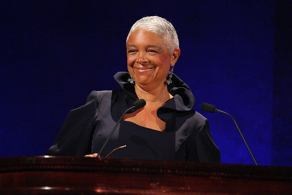 Dr. Camille Cosby speaks on stage at the 35th Anniversary of the Jackie Robinson Foundation hosted by Bill Cosby at the Waldorf Astoria hotel | Photo: Getty Images