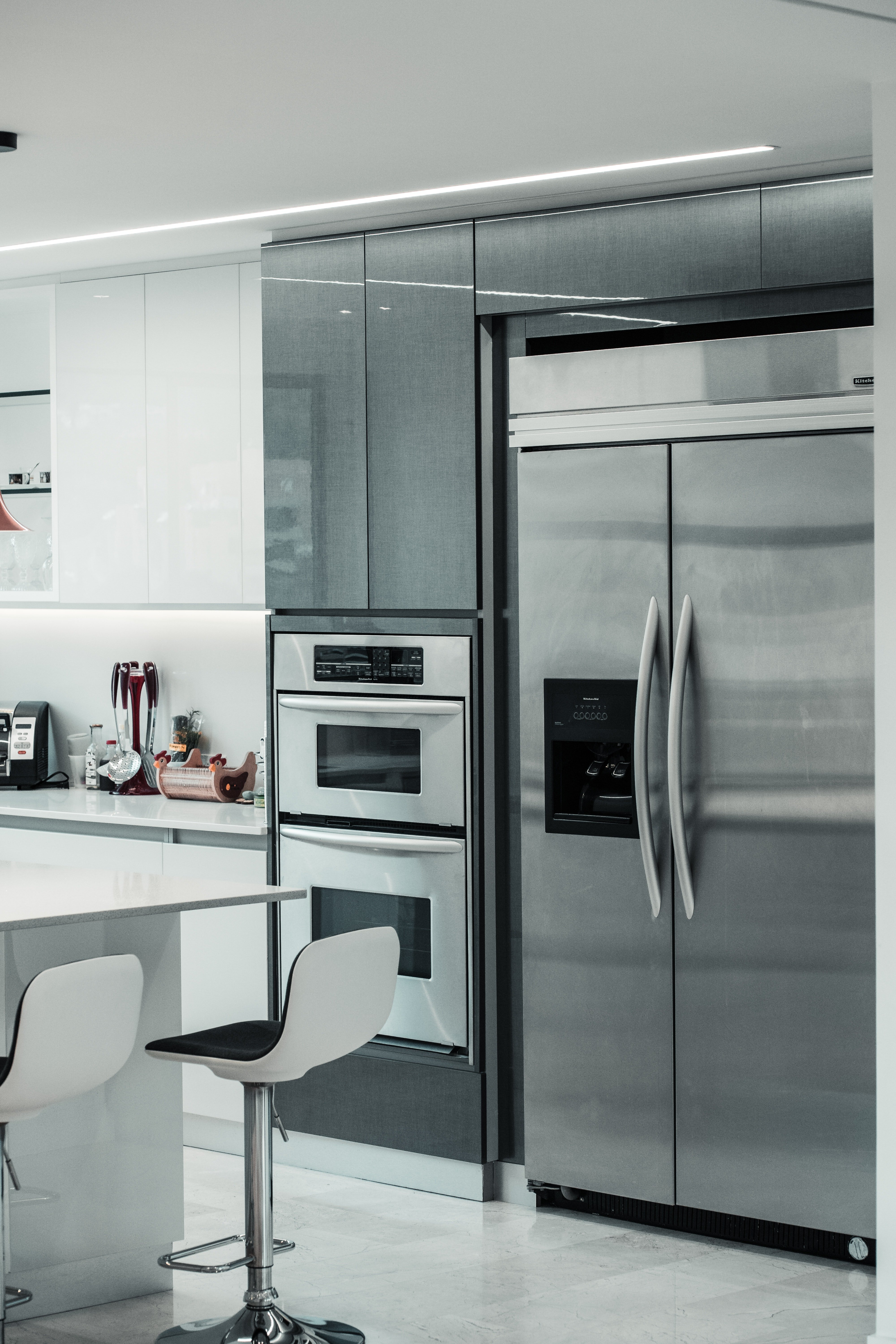 Pictured - A kitchen with a side by side refrigerator | Source: Pexels