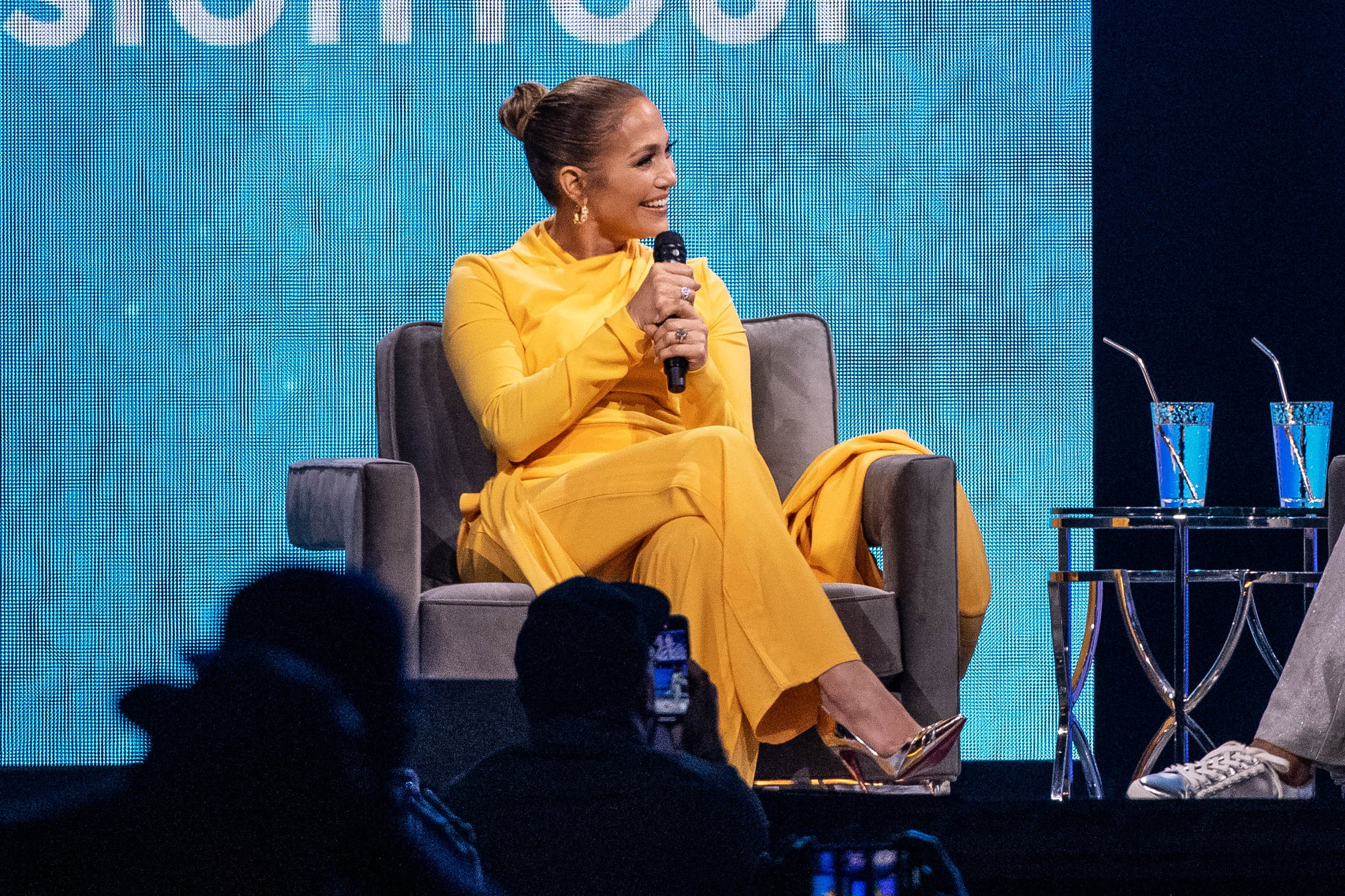 Oprah and Jennifer Lopez speak onstage during 'Oprah's 2020 Vision: Your Life in Focus Tour' at The Forum on February 29, 2020 in Inglewood, California | Photo: Getty Images