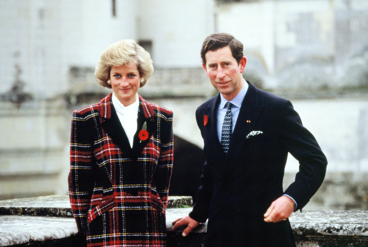 Princess Diana and Prince Charles outside Chateau de Chambord during their official visit to France on November 9, 1988 in Chambord, France   Photo: Getty Images
