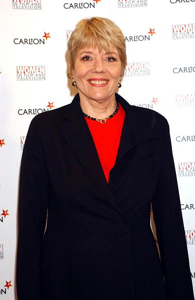 Dame Diana Rigg at the Hilton Hotel on Park Lane, London in 2001. | Photo: Getty Images