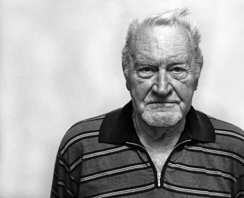 Un vieil homme | Photo: Pexels