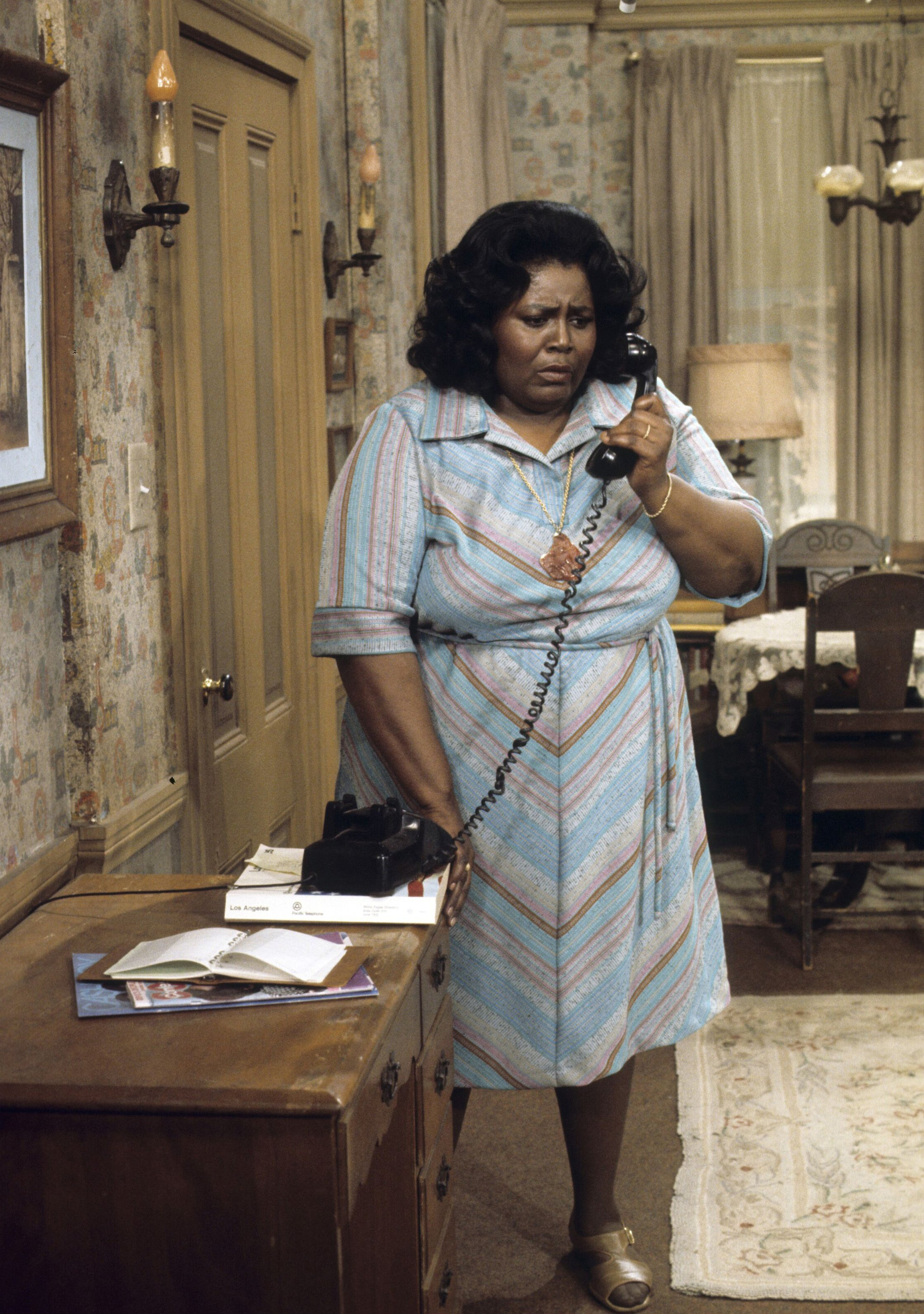 """Mabel King on the set of the ABC hit sitcom """"What's Happening!!"""" 