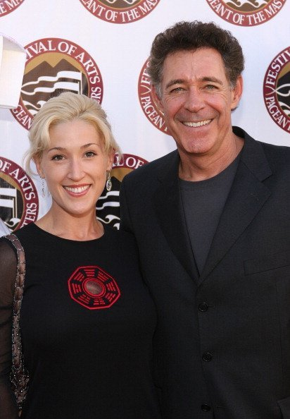 Elizabeth Kennedy and Barry Williams during The 8th Annual Pageant of The Masters Gala Benefit   Photo: Getty Images
