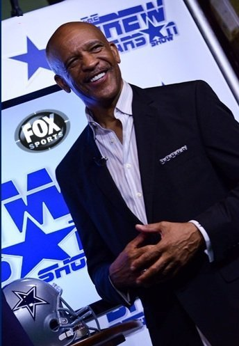 Drew Pearson on the set of his TV show The Drew Pearson Show on FOX Sports on  Sept 17th 2012 | Source: Wikipedia