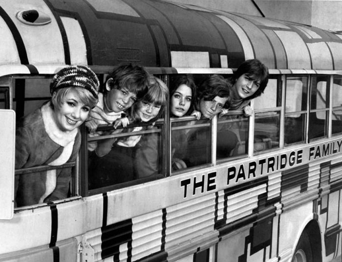 The Partridge Family, season 1. L-R: Shirley Jones, Jeremy Gelbwaks, Suzanne Crough, Susan Dey, Danny Bonaduce and David Cassidy l Image: Wikimedia Commons
