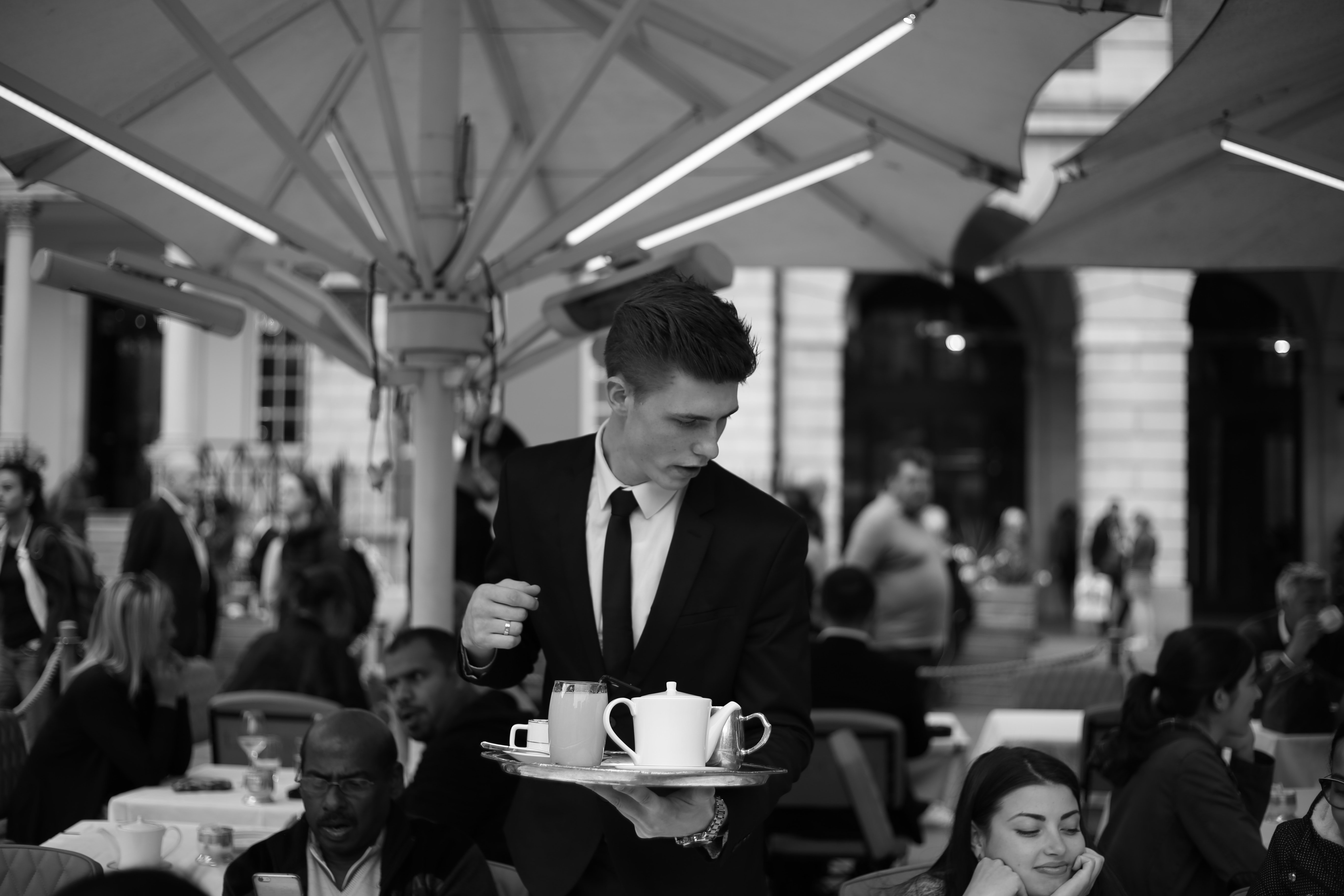 The waiter took David's order quickly and then moved to the other tables   Photo: Pexels