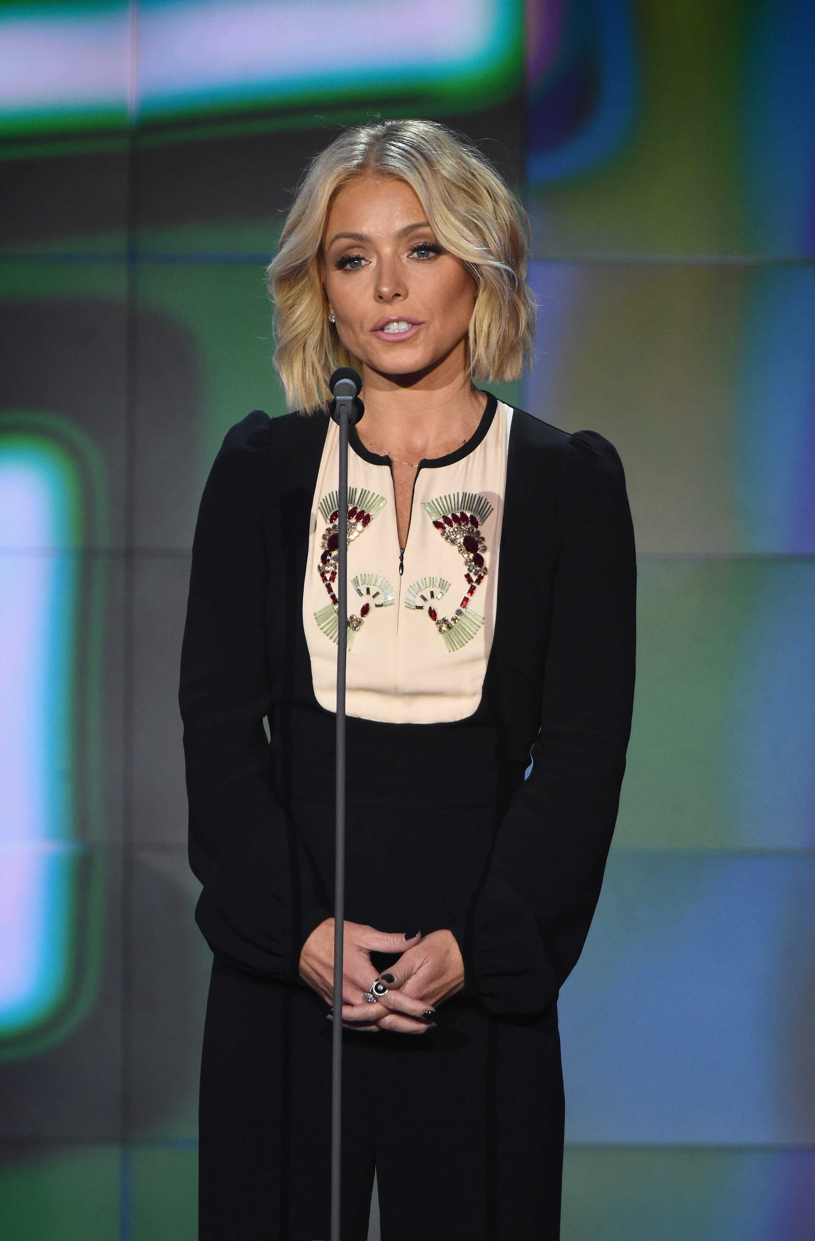 Kelly Ripa speaking at the CNN Heroes Show at the American Museum of Natural History on November 17, 2015 in New York City | Photo: Getty Images