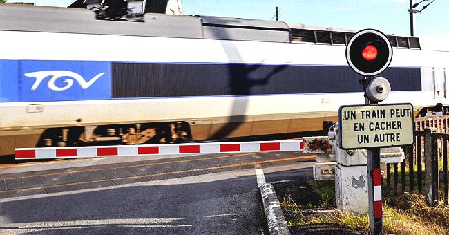 Une voiture a été coupée en deux par un TGV en Bretagne