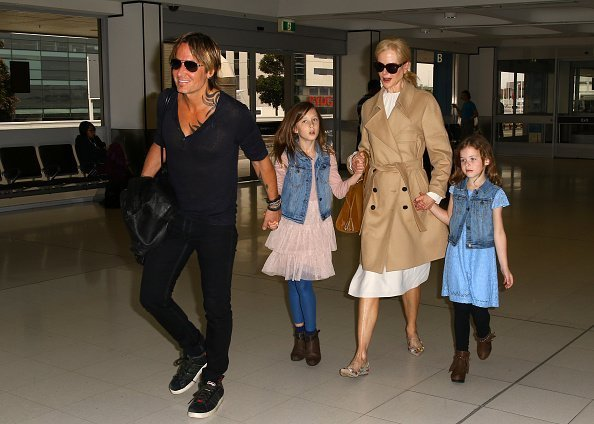 Nicole Kidman and Keith Urban at Sydney airport with their daughters Faith Margaret and Sunday Rose on March 28, 2017 in Sydney, Australia. | Photo: Getty Images