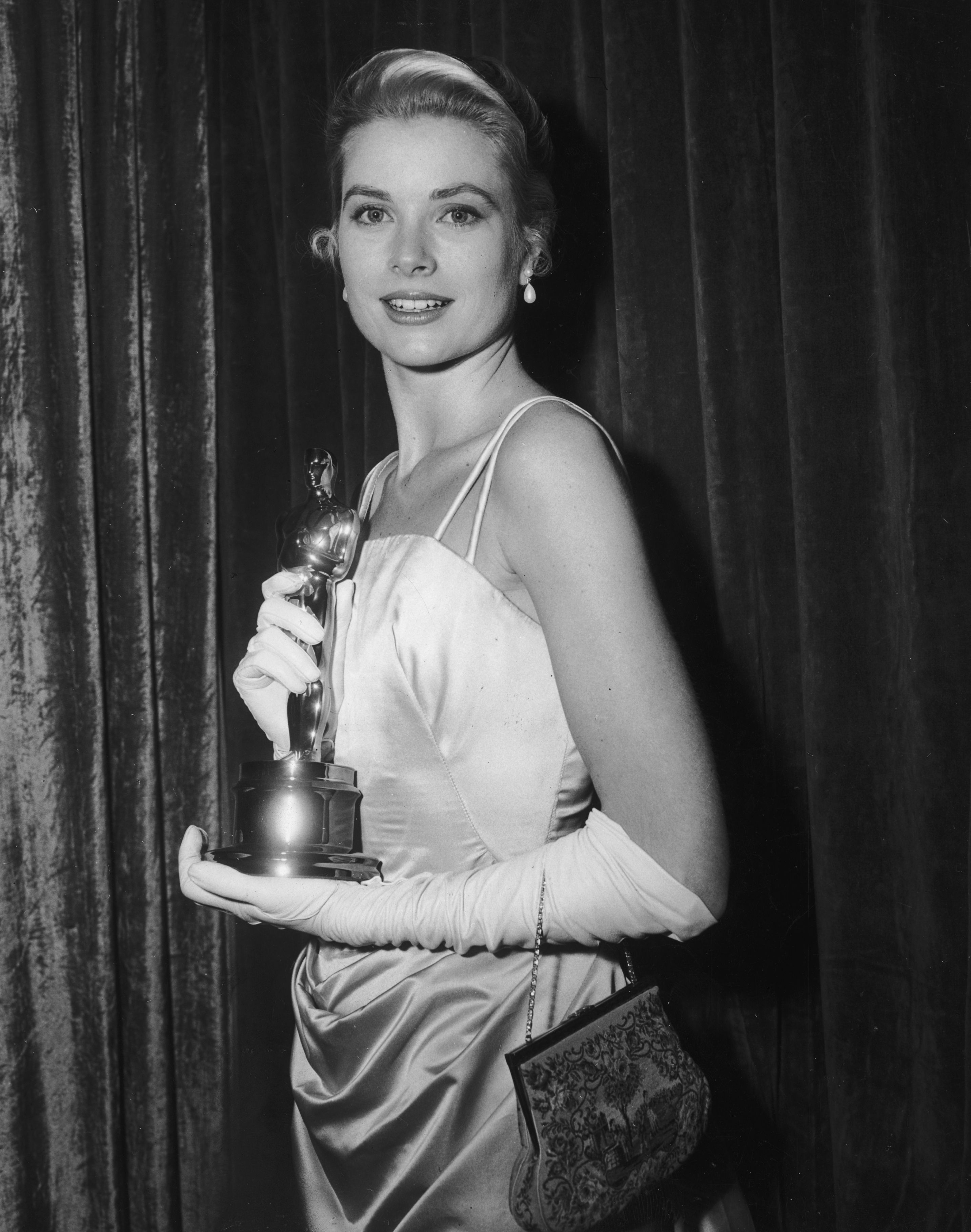 Grace Kelly in 1955 with her Best Actress Oscar for director George Seaton's film, 'The Country Girl'  | Source: Getty Images