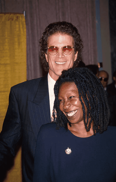 Ted Danson and Whoopi Goldberg, 1994 | Photo: GettyImages