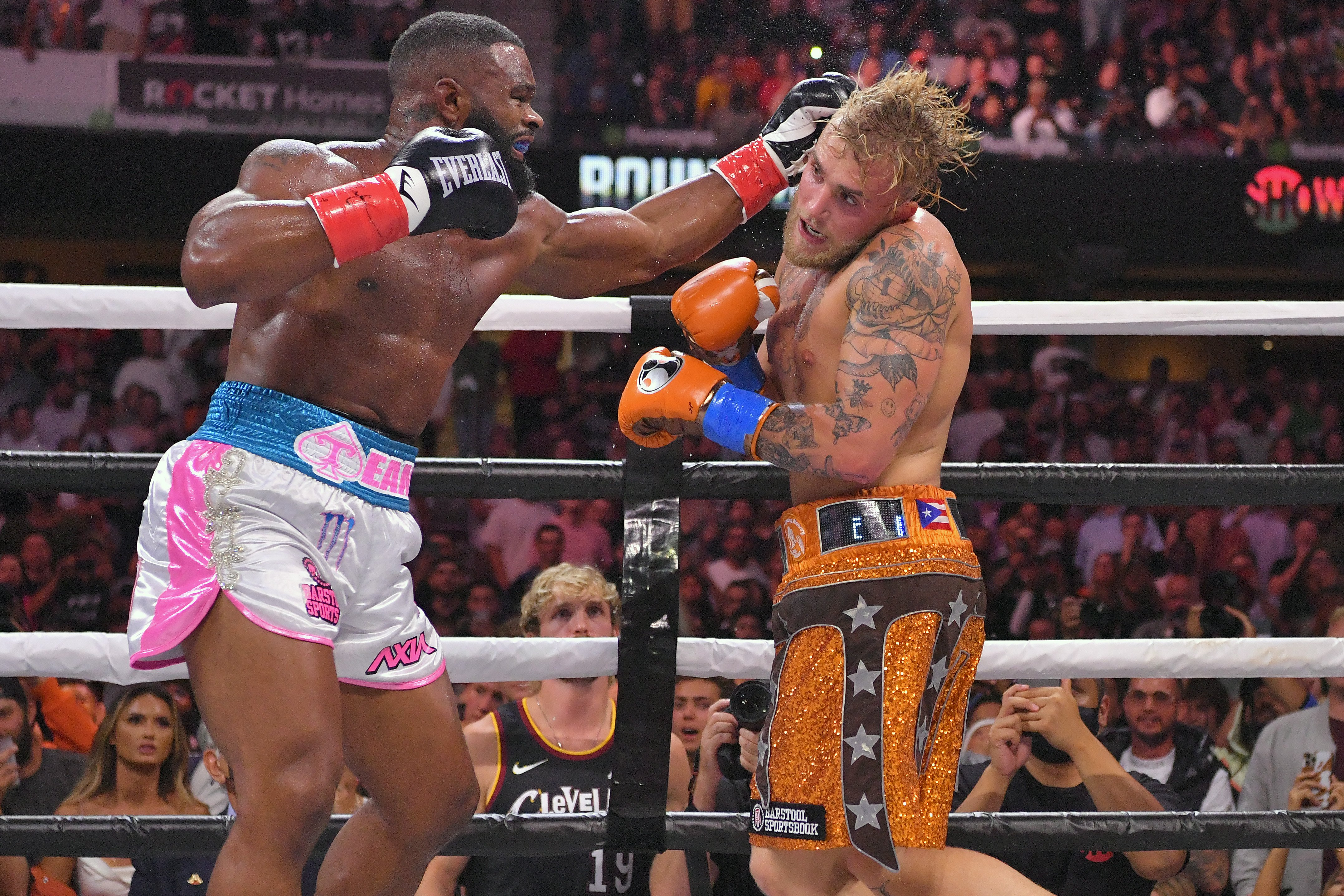 Tyron Woodley and Jake Paul during their cruiserweight bout at Rocket Morgage Fieldhouse in Cleveland, Ohio   Photo: Jason Miller/Getty Images