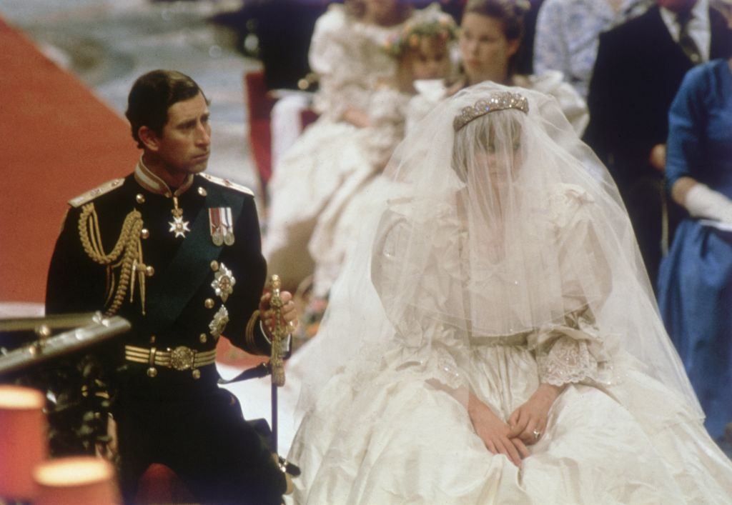 Charles, Prince of Wales getting married to his wife, Princess Diana on the altar of St Paul's Cathedral on July 29, 1981 | Photo: Hulton Archive/Getty Images